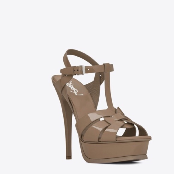 14e34617ff1 CLASSIC TRIBUTE 105 SANDAL IN TAUPE PATENT LEATHER. NWT. Saint Laurent